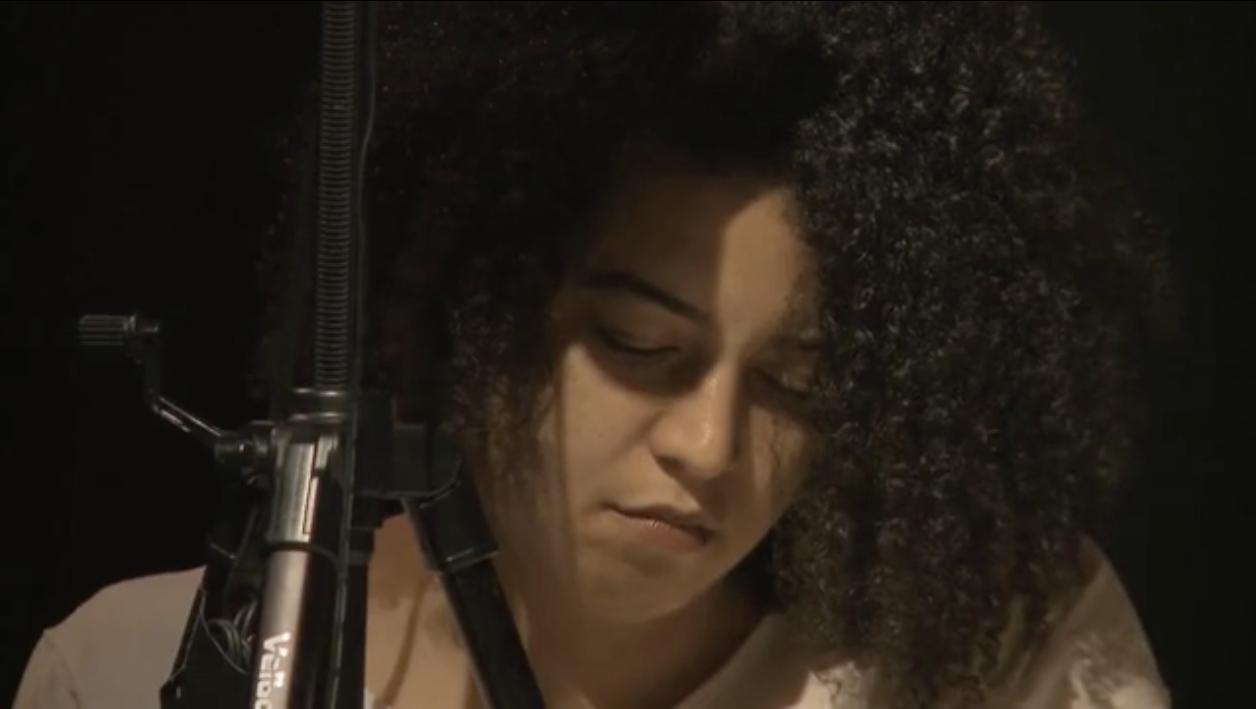 "Standbild aus dem Trailer zu ""Performing Back""."